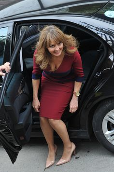 Carol Vorderman getting out of a car. Curvy Women Outfits, Clothes For Women, Sexy Older Women, Sexy Women, Carol Vordeman, Beautiful Women Over 40, Holly Willoughby, Tv Presenters, Sexy Hot Girls