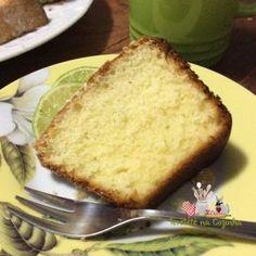 BOLO BRANCO AMANTEIGADO Aqui uma receita de bolo branco bem versátil, aquele bolo amanteigado tipo bolo da vovó. bolo de confeitaria. Macio e delicioso.