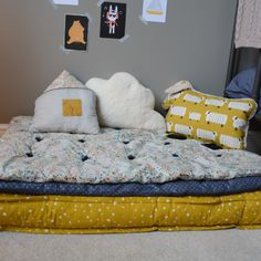 Small reading corner - upholstered mattress and its 2 futons. Baby Bedroom, Baby Boy Rooms, Kids Bedroom, Bedroom Decor, Cozy Nook, Asian Decor, Kids Corner, Fashion Room, Kid Spaces
