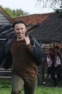 Robert Carlyle in 28 Weeks Later. I made my best friend who hates horror films come with me to see this in the cinema, oh my god, this was one of the scary bits of the film when he is being chased to the river, you can feel the fear from him. Robert Caryle such a good actor, x