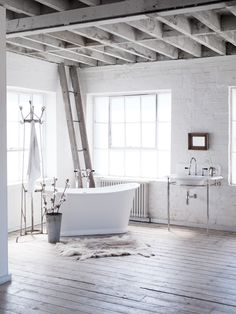 We're dreaming of a white Christmas, brought to life by the painted finish of the Catchpole & Rye Grand Bateau.