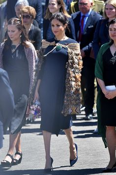 """hrh-theduchessofsussex: """"""""The Duchess of Sussex attends a powhiri and luncheon in Their Royal Highnesses' honour at Te Papaiouru Marae Princess Diana Family, Princess Meghan, Princess Style, Duchess Kate, Duke And Duchess, Duchess Of Cambridge, Prince Harry And Megan, Meghan Markle Style, Royal Engagement"""