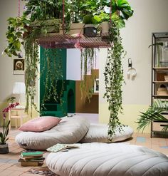 Living Room Decoration With Plants Ideas You'll Like; Living Room Decoration With Plants; Plants In Living Room; Living Room With Plants Deocr; Handmade Home Decor, Diy Home Decor, Ikea New, Diy Casa, Multifunctional Furniture, Meditation Space, Meditation Pillow, Meditation Quotes, Home And Deco
