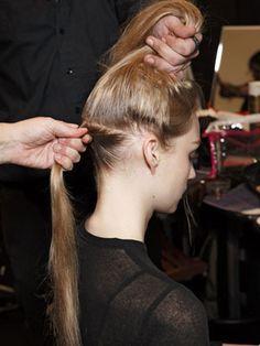 Tips para cortarte el pelo en casa: http://www.marie-claire.es/belleza/peinados/articulo/consejos-para-cortarte-el-pelo-en-casa-921421317482
