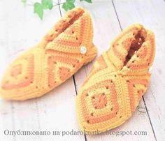Tante pantofole con schemi