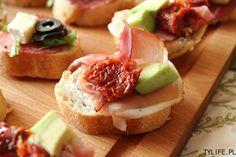 Mini kanapki zrobione z chrupiącej bagietki z różnymi dodatkami. Tartinki są idealne na różnego rodzaju przyjęcia czy imprezy lub do zabrania w plener (patrz: zbliżająca się majówka:)). Jeszcze nie zdarzyło …