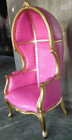 PINK CROC HOLLYWOOD REGENCY PORTERS CHAIR DOMED BONNET CHESTERFIELD QUEEN THRONE Pink Furniture, Furniture Upholstery, Antique Furniture, Home Design Decor, Home Decor Items, Interior Design, Pink And Gold, Pink And Green, Porter Chair