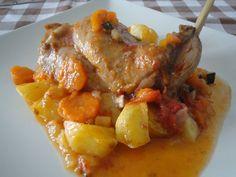 Conejo estofado con verduritas. Ver receta: http://www.mis-recetas.org/recetas/show/45838-conejo-estofado-con-verduritas