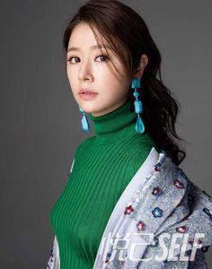 Actress Ruby Lin poses for fashion magazine. Ruby Lin (chinesisch 林心如, Pinyin Lín Xīnrú; * 27. Januar 1976 in Taipeh) ist eine taiwanische Schauspielerin und Popsängerin