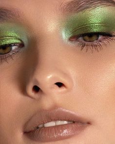 Makeup Eye Looks, Creative Makeup Looks, Cute Makeup, Pretty Makeup, Skin Makeup, Eyeshadow Makeup, Green Eyeshadow, Simple Makeup, Green Eyeliner