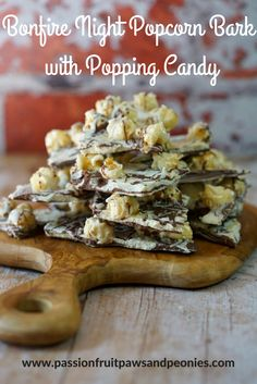 This Bonfire Night Popcorn Bark makes a great treat to enjoy when you are standing watching the fireworks. As you eat the chocolate the popping candy will make little explosions in your mouth! Do you call it Bonfire Night or Firework Night? I kind of use Bonfire Night Menu, Bonfire Night Treats, Bonfire Night Food, Bonfire Parties, Fun Sandwiches For Kids, Parkin Recipes, Con Carne Recipe, Bbc Good Food Recipes, Sweet Recipes