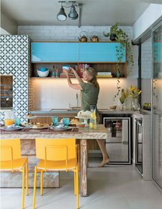 Casas Estampadas - cozinha Beautiful colorful kitchen