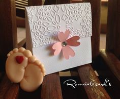 Bomboniera a scatolina con fiore e calamita di piedini con cuore by Romanticards, by Romanticards e Little Rose Handmade, 1,70 € su misshobby.com