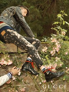 On the garden wall of Chatsworth, the setting for the new Gucci campaign. A studded leather biker jacket, acid-washed jeans, stripe knit and the Dionysus military boot. 1950s Jacket Mens, Cargo Jacket Mens, Green Cargo Jacket, Grey Bomber Jacket, Teddy Girl, Shoes Editorial, Editorial Fashion, Punk Fashion, Fashion 2017