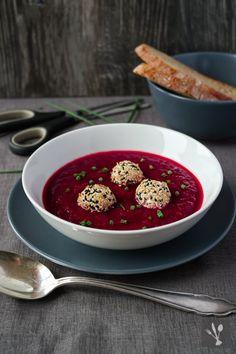 Rote-Bete-Suppe mit Ziegenkäse