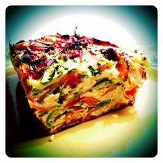 Mon amie Vavie m'a fait découvrir le site de Chef Nini et je dois dire qu'il fourmille de trésors à cuisiner et à mettre au goût WW! Pour cette omelette de légumes façon flan, j'ai juste ajouté des pétales de tomates confites à la recette initiale car...