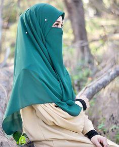 Beautiful Hijab Girl, Beautiful Dress Designs, New Hijab, Muslim Hijab, Arab Girls Hijab, Muslim Girls, Islamic Girl Pic, Hijab Style Tutorial, Niqab Fashion