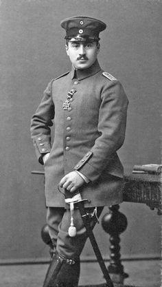 La imagen sin fecha muestra el jurista judío Ernst Hess compañero de Hitler en la 1era guerra mundial.