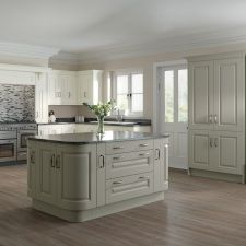 white kitchen cabinets with gray wood floors dark hardwood appliances images grey black c-Kitchen With Grey Wood Floors and Brown Wood Floors Kitchen Units, White Kitchen Cabinets, Kitchen Paint, Grey Cabinets, Kitchen Worktops, Light Grey Kitchens, Gray And White Kitchen, Kitchen Grey, Cozy Kitchen