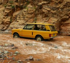 For 50 years, the Range Rover has been the king of the off-roaders. We look back at the life and development of the original Range Rover Classic. Range Rover Classic, Range Rover 1970, Range Rover Jeep, Landrover Range Rover, Ranger, Toyota Fj Cruiser, Land Cruiser, Land Rover Discovery, Lifted Ford Trucks