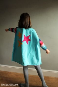 Sewing For Kids Easy An easy super hero cape tutorial - quick to make, fun costume for kids pretend play. - An easy super hero cape tutorial - quick to make, fun costume for kids pretend play. Girl Superhero Costumes, Diy Girls Costumes, Superhero Capes, Super Hero Costumes, Halloween Costumes, Kids Cape Pattern, Superhero Cape Pattern, Sewing Projects For Kids, Sewing For Kids