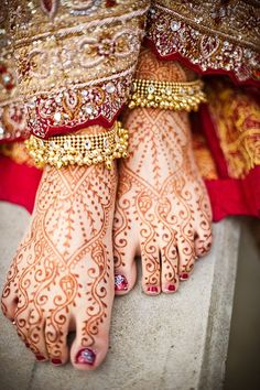 """Beautiful Indian Bride...gorgeous feet and toes.  In general, people of India spend a great deal of time barefoot...or if sandals are worn, they are flat and use only a few straps to hold them on...essentially a """"barefoot"""" sandal.  This is why you'll see Indian people with straight toes and no bunions, corns or hammer toes."""