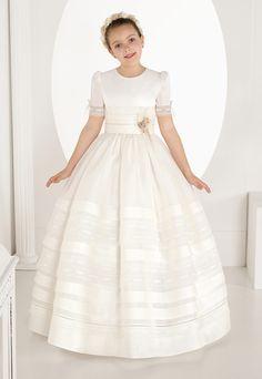8e455e846f Vestido de comunión 7326. Colección 2017 disponible en Eva Novias calle  Mayor