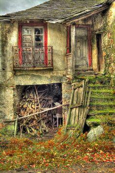 Barrio de la Puente - Leon - Spain. ** Reminds me of Arturo's home in Viladerrai