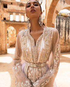Blanc Obsession meriembelkhayat Sajid Hussain # … – The World Morrocan Wedding Dress, Morrocan Dress, Moroccan Bride, Fairy Wedding Dress, Moroccan Caftan, Wedding Dresses, Arab Fashion, Caftan Dress, Oriental Fashion