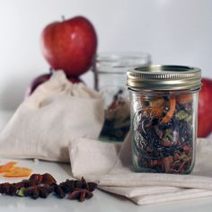 Mulling spices in a jar to make cider! Great host/hostess gift. #letsneighbor