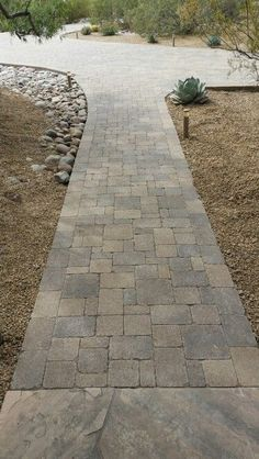 BELGARD CAMBRIDGE COBBLE WALKWAY IN RUNNING PATTERN TWO COLORS ...