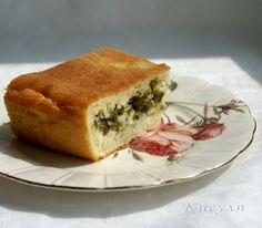 Фото к рецепту: Быстрый (заливной) пирог с зелёным луком и яйцом