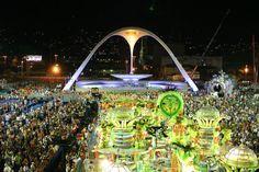 O Sambódromo da Marquês de Sapucaí é uma comprida passarela construída para os desfiles das escolas de samba do Rio de Janeiro.