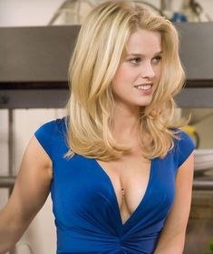 Alice Sophia Eve is an English actress best known for her roles in the films Starter for Crossing Over, She's Out of My League, Sex and the City The Raven, Men. Alice Sophia Eve, Alice Eve Hot, Beautiful Celebrities, Beautiful Actresses, Beautiful Women, Actrices Blondes, Blonde Actresses, Female Actresses, Blonde Women