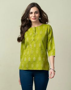 Short Kurti Designs, Simple Kurti Designs, Kurta Designs Women, Tunic Designs, Designs For Dresses, Dress Neck Designs, Cotton Tops For Jeans, Girls Top Design, Casual Indian Fashion