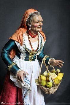 Popolana con un cesto di limoni