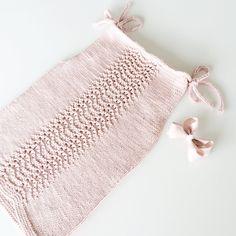 Den fineste lille sommertop  Tak for den fine opskrift @surrehue  #knit #knitting #strik #hjemmestrik #sommertop #lifeisabeach #nejbabyensoverstadigikke #mannårmegetpåkorttid #slyngevuggeforthewin