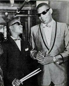 Stevie Wonder + Ray Charles = Awesome! http://t.co/QfMAIvhzBH