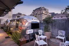 Visiting local rooftop bars is one of my favorite things to do in Cape Town. Check out the best rooftop bars in Cape Town. Cape Town Accommodation, Cape Town Hotels, Rooftop Bar Bangkok, Best Rooftop Bars, English Living Rooms, Days Hotel, Sky Bar, Unique Hotels, Rv Parks