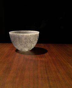Beautiful small glass bowl by Momoo Ohmuro. Pâte de verre ( kiln cast glass ) technique.  大室桃生さんのグラスボウルです。