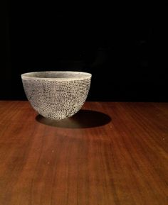 Beautiful small glass bowl by Momoo Ohmuro. Pâte de verre ( kiln cast glass ) technique.  大室桃生さんのグラスボウルです。