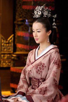 青宁 (孙菲菲 饰) from 2010 Chinese TV series 美人心计. She portrays a Han Dynasty court lady.