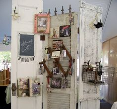 Antique display ideas antique dividing screen craft show dis Vintage Display, Antique Booth Displays, Antique Booth Ideas, Craft Booth Displays, Booth Decor, Door Displays, Display Ideas, Craft Booths, Frame Display