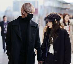 Bts Girl, Uzzlang Girl, Bts Boys, Taehyung, Kim Jennie, Kpop Couples, Cute Couples, Bts Pictures, Photos
