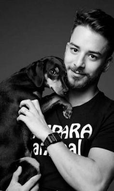 Junior Lima e sua cadelinha, Carlota Joaquinha.