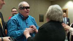 Un hombre invidente vuelve a ver a su mujer gracias a un ojo biónico