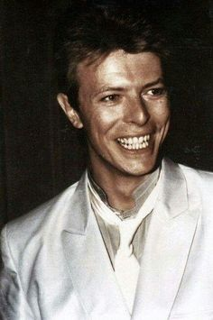 starman: Hi, my name is Ellen and I'm 21 years old. I live in Belgium and David Bowie is my space prince. David Bowie Born, David Bowie Starman, David Bowie Tribute, David Bowie Pictures, The Thin White Duke, Major Tom, Ziggy Stardust, Music Icon, Twiggy