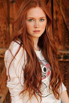 Discover tons of gorgeous redhead on Bonjour-la-Rousse Natural Red Hair, Long Red Hair, Red Hair With Blue Eyes, Red Hair Little Girl, Ruby Red Hair, Dark Hair, Green Eyes, Brown Hair, Natural Beauty