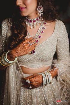 Mehendi Outfits, Indian Bridal Outfits, Indian Bridal Fashion, Indian Wedding Jewelry, Bridal Dresses, Indian Attire, Indian Wear, Bridal Looks, Bridal Style