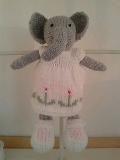 Knit toy Knitting Ideas, Knitting Designs, Knitting Projects, Little Cotton Rabbits, Original Design, Bunny Rabbits, Knitted Animals, Knitted Dolls, Kids Education